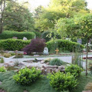 Gärtnergepflegtes Grabfeld