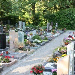 Urnengräber mit Einfassung